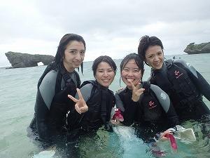 沖縄弾丸ツアーでシュノーケリング