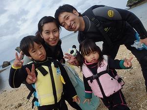 沖縄2歳の幼児とシュノーケリング