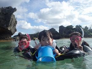 沖縄子連れ家族とシュノーケリング遊び