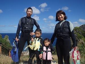 沖縄シュノーケリング幼児家族