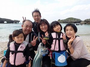 3世代家族2歳、4歳、73歳シュノーケリングで海デビュー