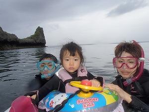 青の洞窟シュノーケリング家族写真