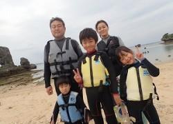 2歳7歳9歳の子供と一緒に沖縄のお魚いっぱいポイントでシュノーケリング