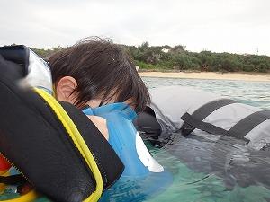 沖縄2歳の子供とぷかぷかシュノーケリング