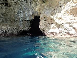 青の洞窟シュノーケリング入り口