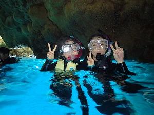人気の青の洞窟シュノーケリング