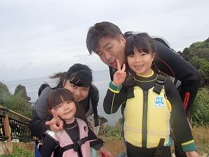 青の洞窟3歳、7歳の子供と一緒にシュノーケリング体験