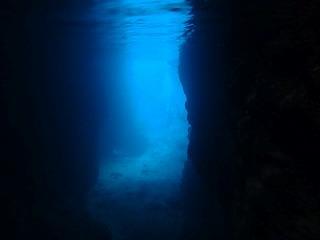 シュノーケリング青の洞窟内