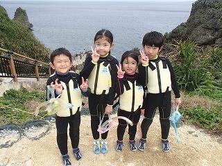 沖縄子供チームでシュノーケリング