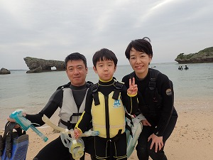 沖縄6歳の子供と一緒にシュノーケリング