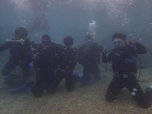 体験ダイビング みんなで集合写真