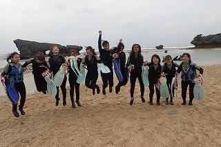 沖縄女子旅11人の仲良し美女とシュノーケリング