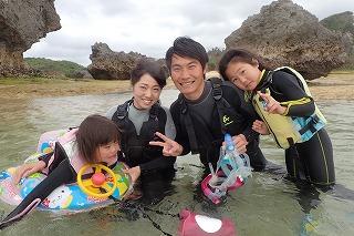 沖縄家族旅行でシュノーケリング