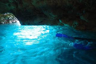 青の洞窟シュノーケル水面