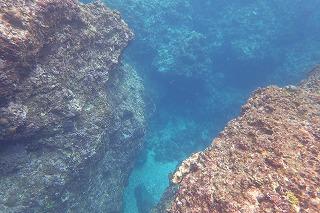 青の洞窟ポイント水中