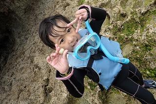 子供海遊び