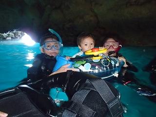 2歳の子供とシュノーケリング青の洞窟