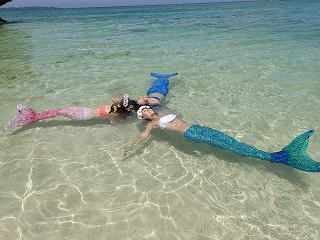 マーメイドスイム水面で浮遊