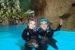 カップルで青の洞窟シュノーケリング