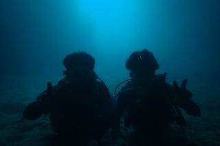 男二人青の洞窟ダイビング