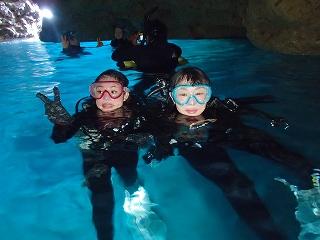 青の洞窟水面写真ダイビング