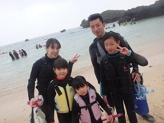 小さなお子様がいても安心 家族で沖縄シュノーケリング