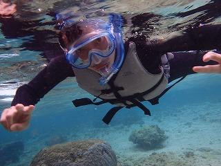 沖縄きれいな海でシュノーケリング