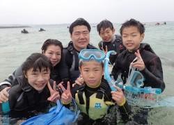 沖縄シュノーケリング家族6人で自然体験
