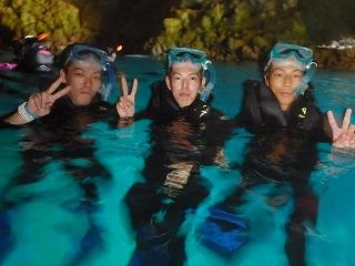 男3人旅青の洞窟シュノーケリング