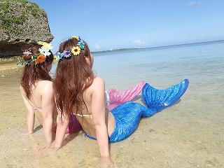 海を見るマーメイド二人