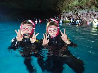 青の洞窟シュノーケル 洞窟で